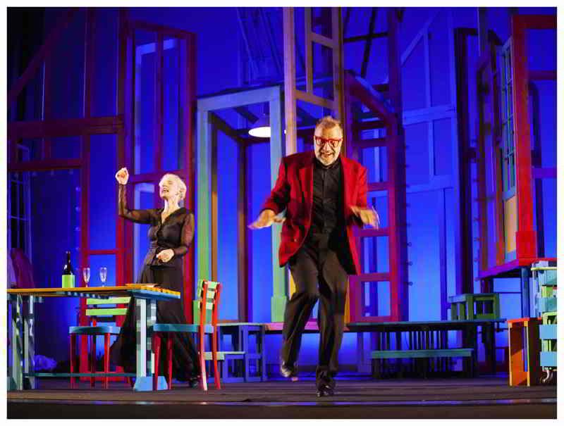 Gaia De Laurentiis e Ugo Dighero in una scena di Alle 5 da me