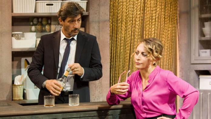 A testa in giù: all'Ambra Jovinelli Solfrizzi e Minaccioni per la regia di Gioele Dix