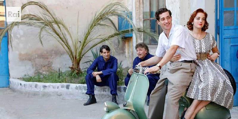 Enrico Piaggio - Un sogno italiano: Suso (Beatrice Grannò) e Peter Panetta (Moisè Curia) sull'iconica Vespa