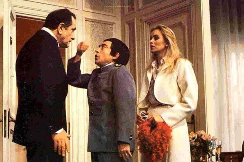 Riccardo Garrone, Vittorio Congia e Gloria Guida in Se devi dire una bugia dilla grossa