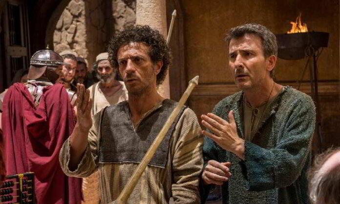 Ficarra e Picone in una scena del loro nuovo film Il Primo Natale