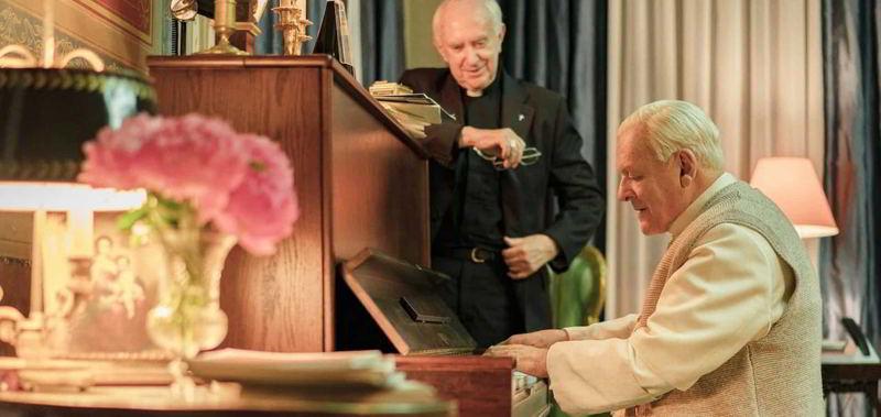 I due Papi - Jonathan Pryce e Anthony Hopkins sono i rispettivi interpreti di Bergoglio e Ratzinger