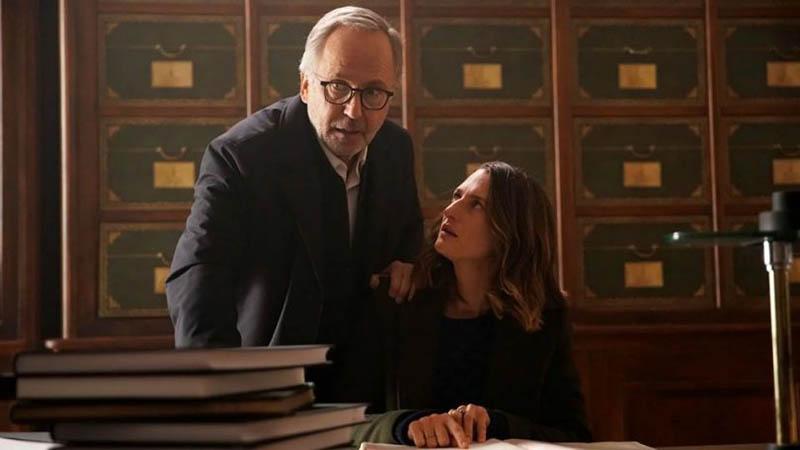 Il mistero Henri Pick: Fabrice Luchini e Camille Cottin in una scena del film