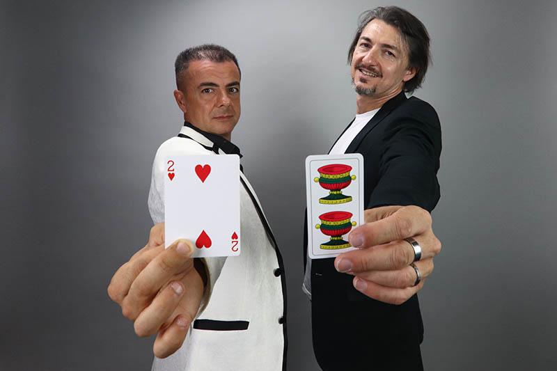 Mistero Comico, in scena al Teatro Roma dal al dicembre, ipotizza una sfida tra magia e comicità