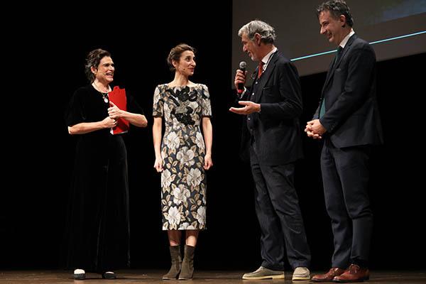 Monica Piseddu riceve l'Oscar del teatro 2019