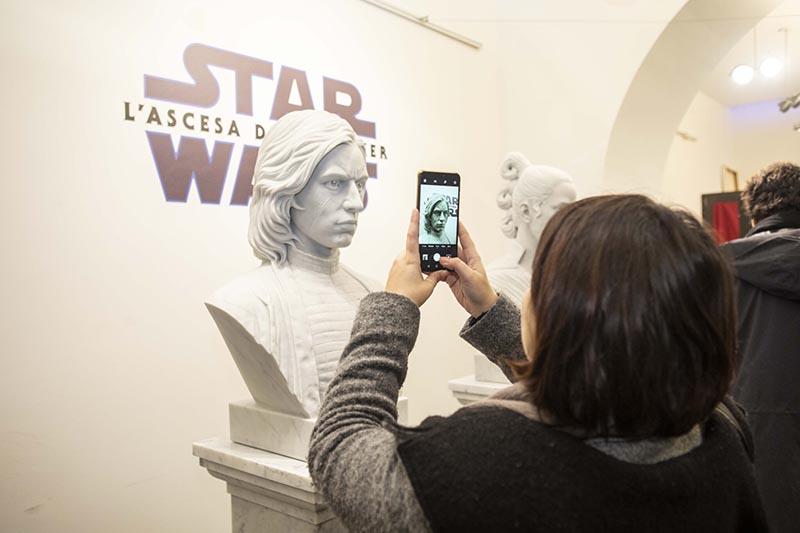 Gli scultori italiani Paolo Noto e Fabrizio Lorenzani hanno realizzato due opere ispirate a Rey e Kylo Ren