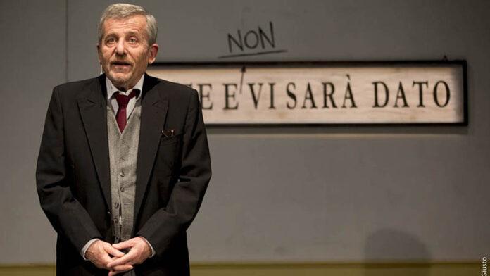 Uomo solo in fila - I pensieri di Pasquale: Maurizio Micheli al Teatro Ciak