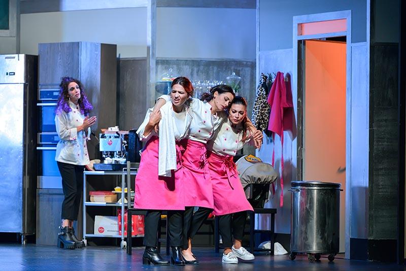 La trama di Belle ripiene serve per dare il giusto assist a ciascuna delle protagoniste, pronte a portare in scena quattro donne che non potrebbero essere più diverse @foto Antonio Agostini