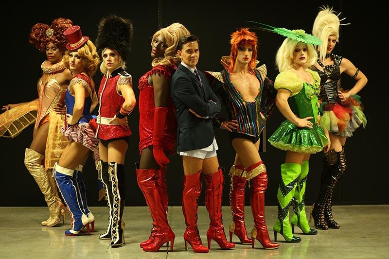 Kinky Boots: Lola, una favolosa drag queen che, per esigenze sceniche, ha bisogno di nuovi stivali, forti e robusti