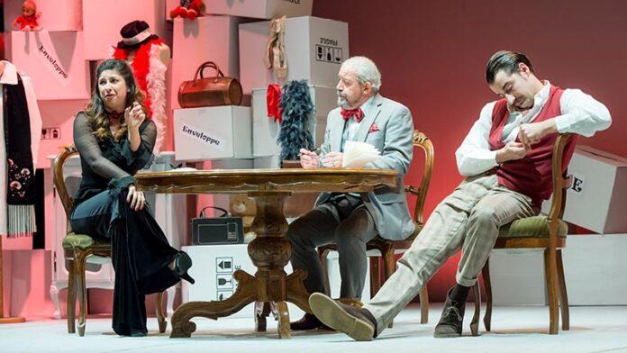 Souvenir: al Teatro Roma la brillante commedia con Ferreri, Bizzarri e Sacoor