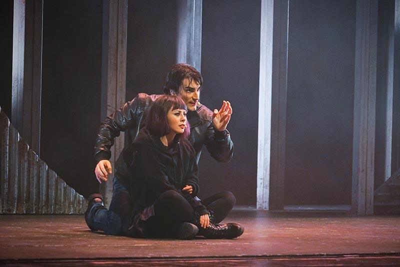 We will rock you: Martha Rossi e Luca Marconi interpretano il ruolo di Scaramouche e Galileo