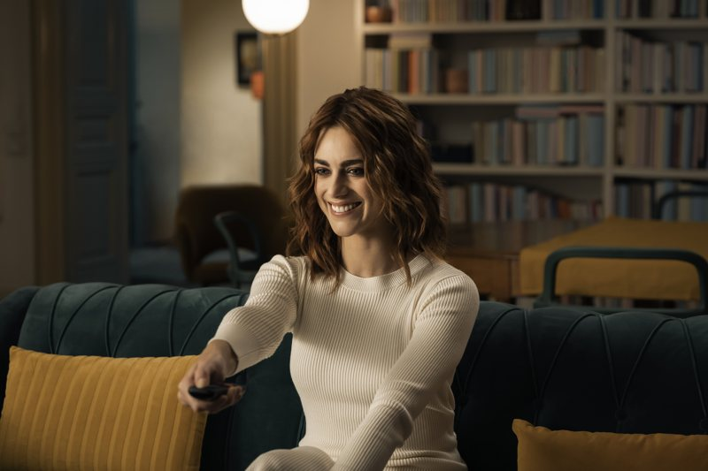 Scena della campagna di NOW TV con Miriam Leone