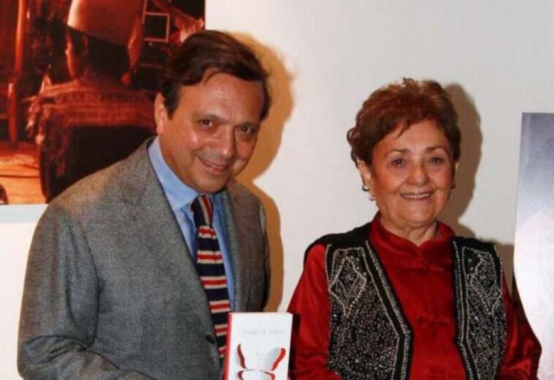 Piero Chiambretti accanto a mamma Felicita, oggi ottantaquattrenne