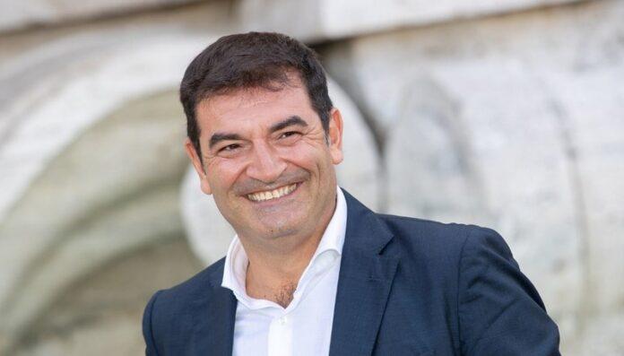 Va tutto bene 2020: Max Giusti inaugura live l'Arena Milano Est