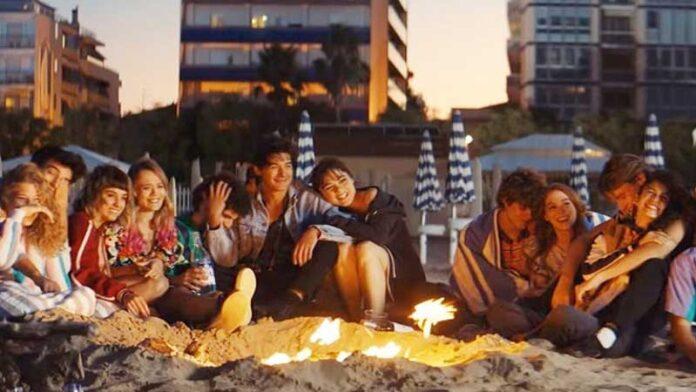 Sotto il sole di Riccione: la storia di un gruppo di ragazzi alle prese con amicizie e amori estivi