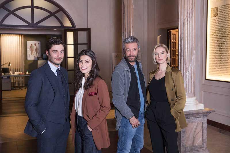 """L'Allieva 3 - Alessandra Mastronardi e Lino Guanciale accanto alle """"new entry"""" Antonia Liskova e Sergio Assisi"""