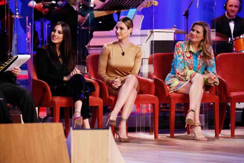 Maurizio Costanzo Show 2021 - Giulia De Lellis, Beatrice Valli e Laura Freddi