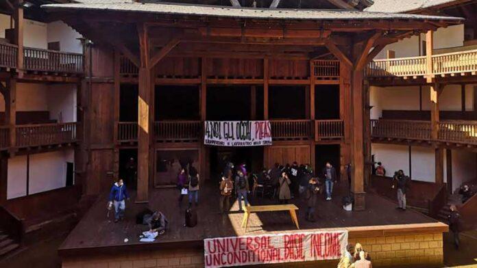 Teatro di Roma, occupato il Globe Theatre per richiamare l'attenzione sullo stato del settore (foto di Arianna Lodeserto)